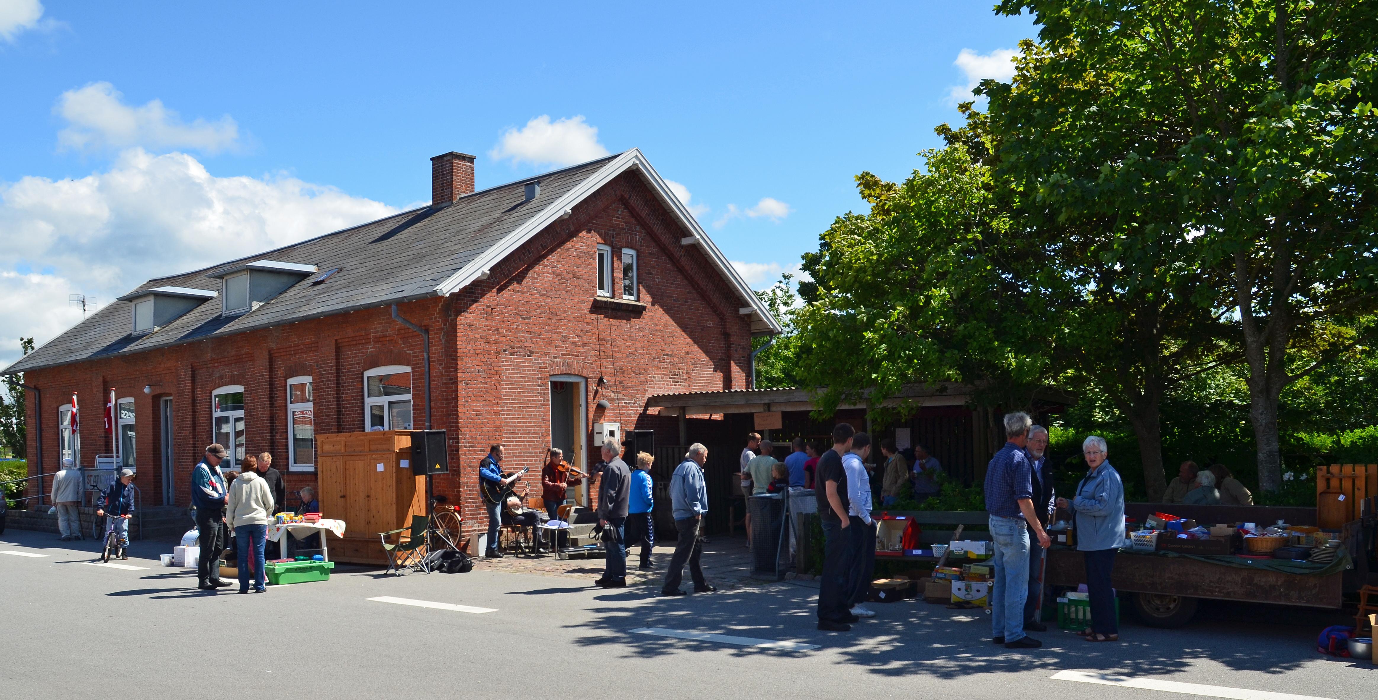 Sommer over Uglev. Torvedag 2011.